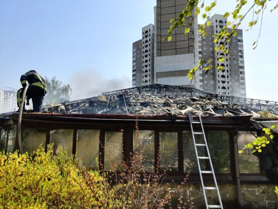 Пожежу в ресторані на Позняках ліквідували: відео інциденту