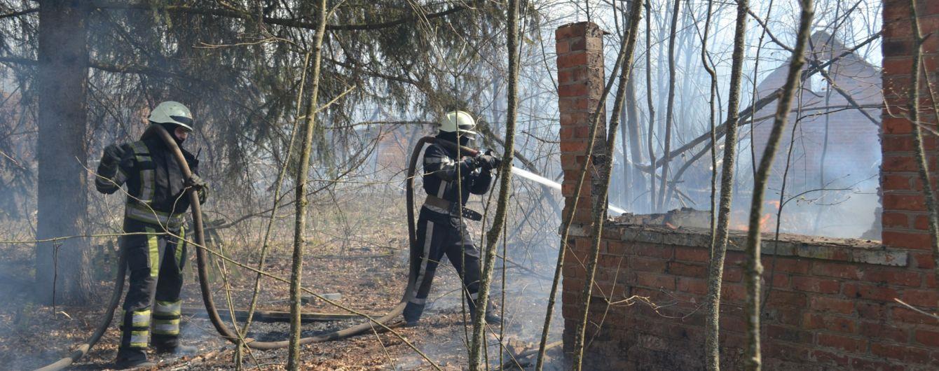 Масштабный пожар в Житомирской области: огнем уничтожено 39 зданий, горят еще 9 очагов