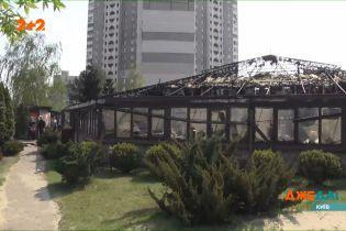 На лівому березі столиці загорівся ресторан