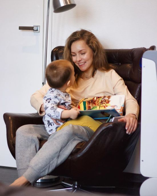 Олена Шоптенко замилувала відео, як танцює вальс із однорічним сином