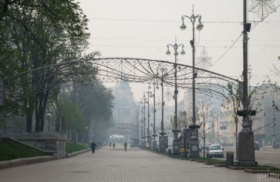 Київ затягнув щільний дим: що сталося та коли зникне отруйний смог