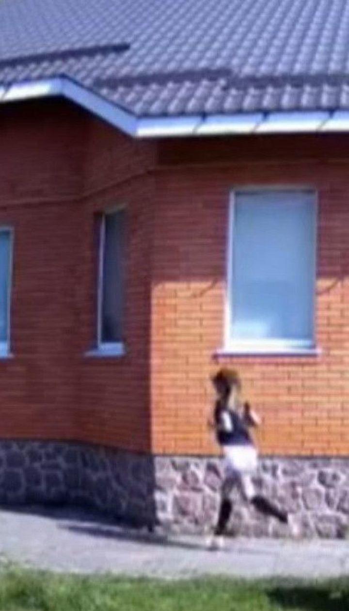 Марафон вокруг дома: киевлянка решила пробежать 42 километра в своем дворе