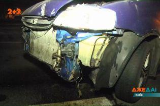 У Києві водій розклепав свою машину, потім махнув рукою на купу брухту і втік