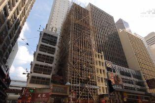 """Як будують хмарочоси у Гонконгу — дивіться у новому випуску проекту """"Світ навиворіт"""""""
