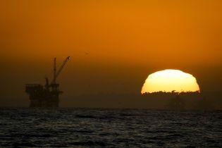 Страны ОПЕК + договорились увеличить добычу нефти