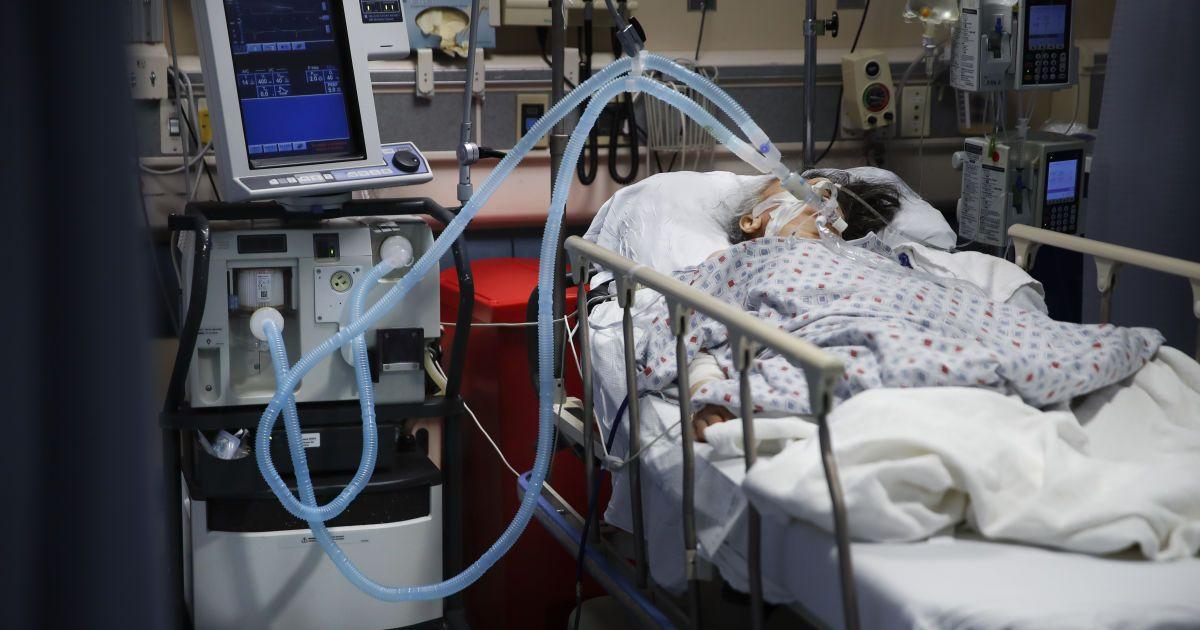Лікар з Шепетівки забив на сполох: кисневої станції немає, залишився один апарат ШВЛ