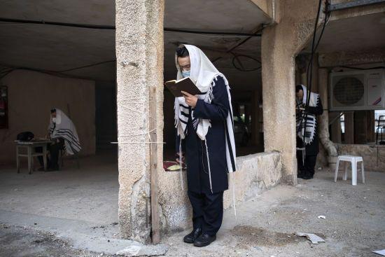 Ізраїль посилив карантин: закрили бари, спортзали, клуби, але не синагоги
