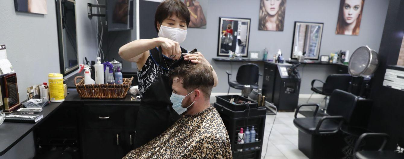 """""""Це як Різдво"""": після довгої перерви перукарні Німеччини відкрилися із феєрверками та шампанським"""