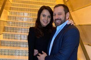 Лілія Подкопаєва в обіймах чоловіка привітала його з днем народження
