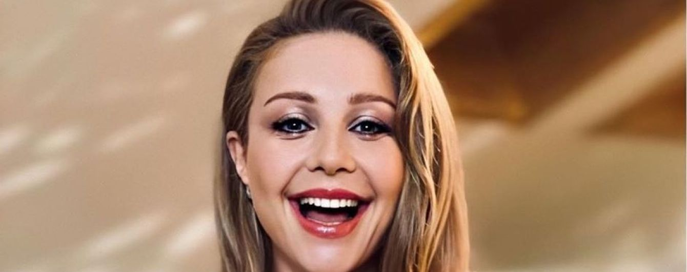 Усміхнену Тіну Кароль без макіяжу та з пучком на голові заскочили у Карпатах