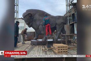 Як реставрують головний вхід столичного зоопарку і чи залишаться скульптури левів та бізона – пряме включення