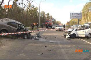 Моторошна аварія у Київській області: відомо про щонайменше одну смерть