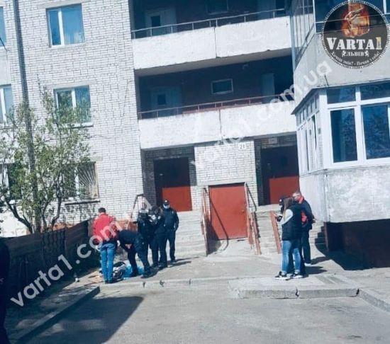 У Львові медсестра випала з вікна 14 поверху - активіст