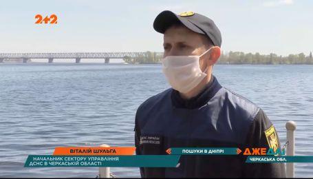 В Черкасской области лодка с четырьмя мужчинами перевернулся прямо посреди реки