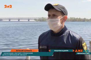 У Черкаській області човен з чотирма чоловіками перекинувся просто посеред річки