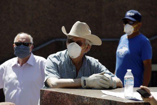 США перетнули позначку в мільйон інфікованих коронавірусом