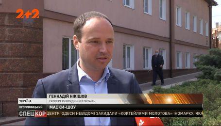 Оперативники СБУ звітують про затримання гігантської партії захисних масок