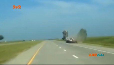 У штаті Канзас водій перелетів через евакуатор, бо заснув за кермом