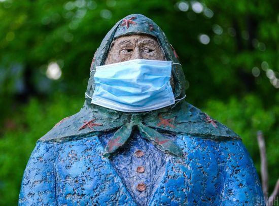 Головний санітарний лікар розповів, де можна не носити маску