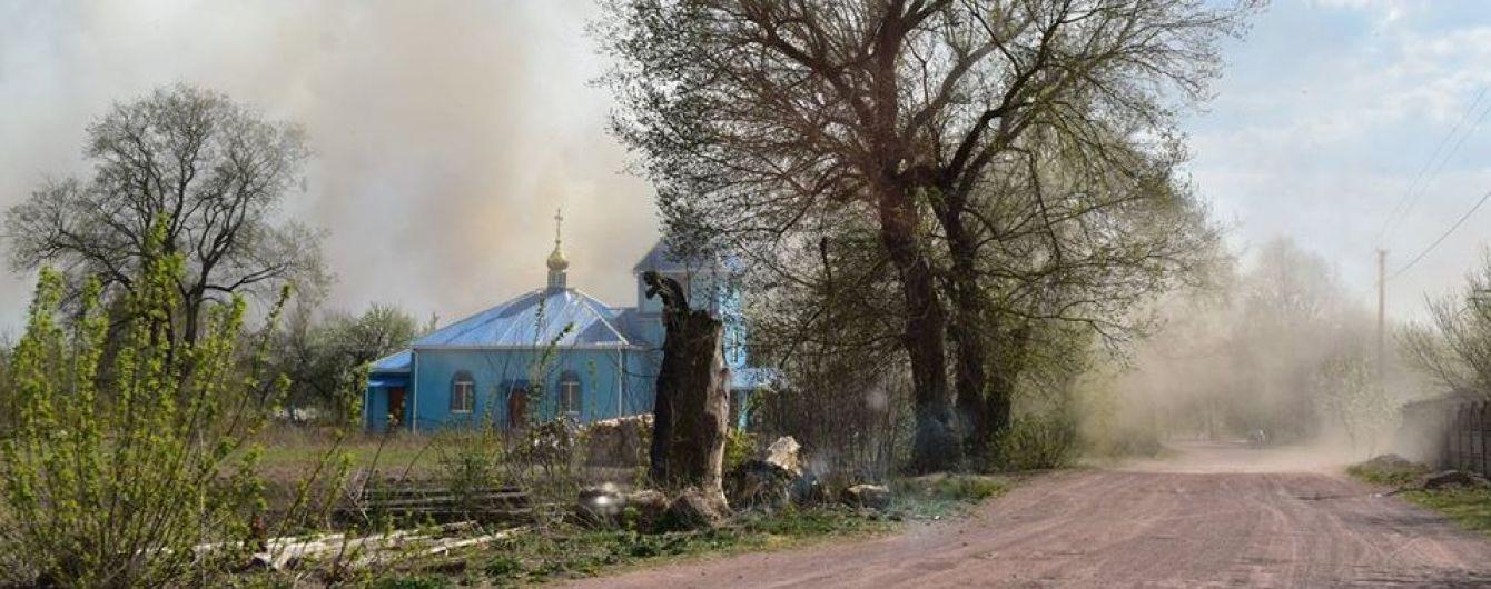 У Житомирській області продовжують гасити пожежі — сподіваються, що дощ допоможе
