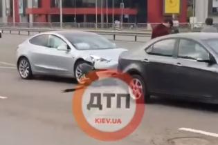 В Киеве произошло ДТП с четырьмя авто: видео