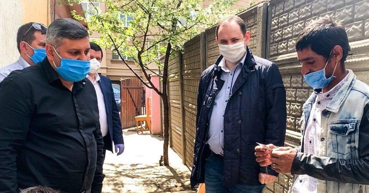 Марцінків після скандальної заяви про ромів зустрівся з ними і пообіцяв допомогу