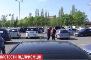 У Житомирі і Дніпрі влаштували автопробіг на підтримку малого бізнесу