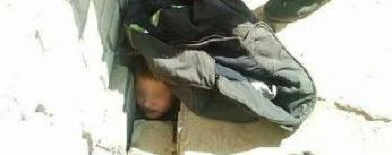 Рятувальникам Дніпра довелося витягувати хлопчика, який застряг між бетонними плитами покинутої школи