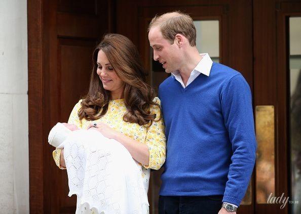 Кейт и Уильям с принцессой Шарлоттой_1