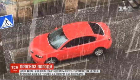 Короткочасні дощі, грози та шквальні вітри синоптики прогнозують у всій Україні