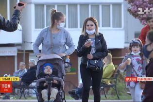 Львів утомився від карантину: містяни ігнорують заборони і масово гуляють вулицями