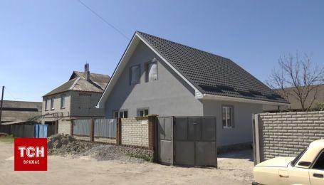 В Харьковской области за неделю отстроили сгоревший дом семьи с восемью детьми