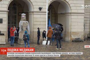 Годовщину основания Львова отметили малолюдно и под проливным дождем
