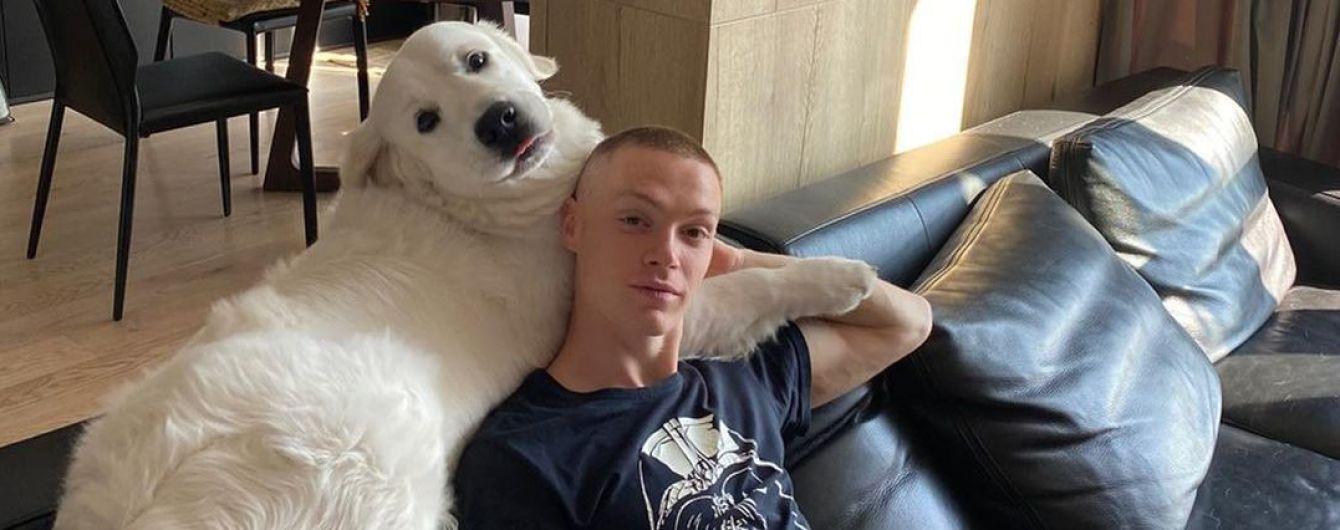 Циганков чуттєвими знімками привітав свого собаку з днем народження