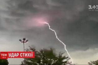 Удар стихії: майже вся Румунія постраждала від потужних штормів