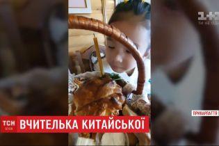 5-річна дівчинка з Івано-Франківська стала вчити користувачів соцмереж китайської мови