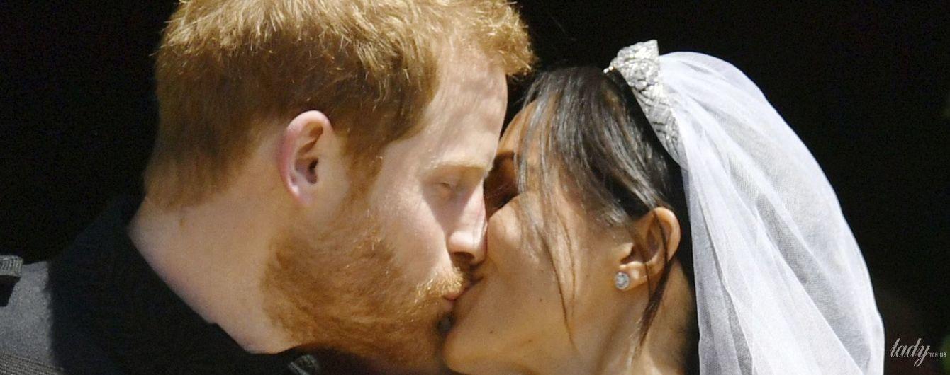 Никогда не стеснялись: публичные поцелуи герцогини Меган и принца Гарри