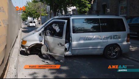 В Киеве газель попала в ДТП из-за собаки