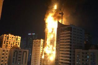 В ОАЕ горів увесь 48-поверховий хмарочос: деталі про масштабну пожежу, фото та відео