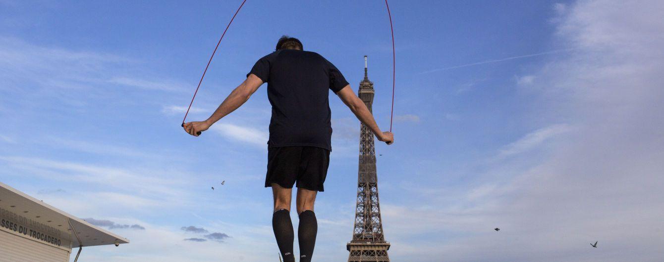 """""""Необхідний жест"""": через коронавірус мешканців Парижа хочуть зобов'язати носити маски просто неба"""