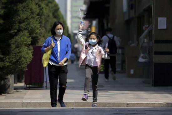 В Ухані вперше від початку пандемії коронавірусу учні повернулися до шкіл