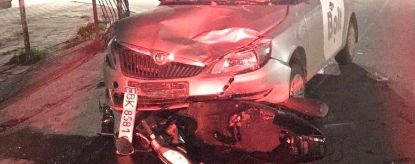 В Киевской области произошло жуткое ДТП с участием такси и мотороллера: видео