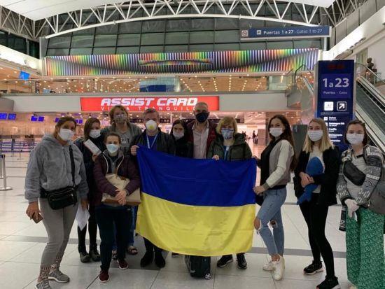 До України евакуюють ще дев'ятьох наших громадян: вони вже прилетіли з Аргентини до Туреччини