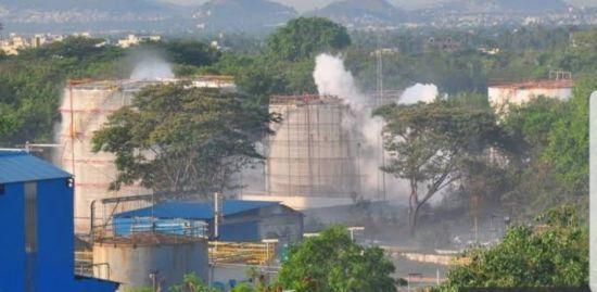 Масштабний витік газу в Індії: тисяча людей в лікарні, тисячі відчувають симптоми отруєння