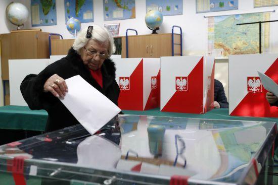 Сейм Польщі підтримав голосування на виборах поштою