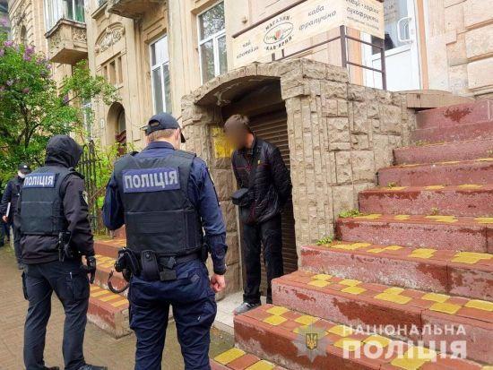 В Івано-Франківську чоловік після сварки в магазині відкрив вогонь по продавцю і перехожих