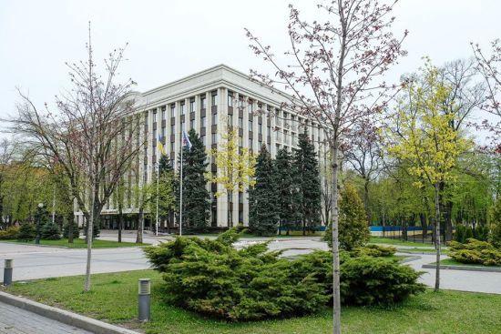 Співробітник Дніпропетровської ОДА заразився коронавірусом: ще півсотні чекають результат