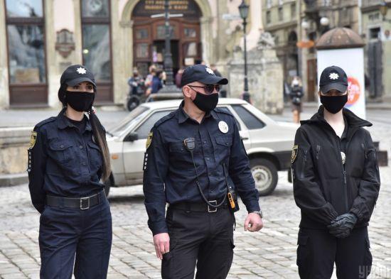 Столичні правоохоронці посилять контроль за дотриманням карантину 9 травня під час акцій у парку Слави