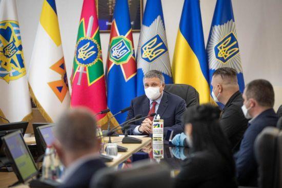 Аваков розповів, що може вплинути на рішення влади про пом'якшення карантину в Україні