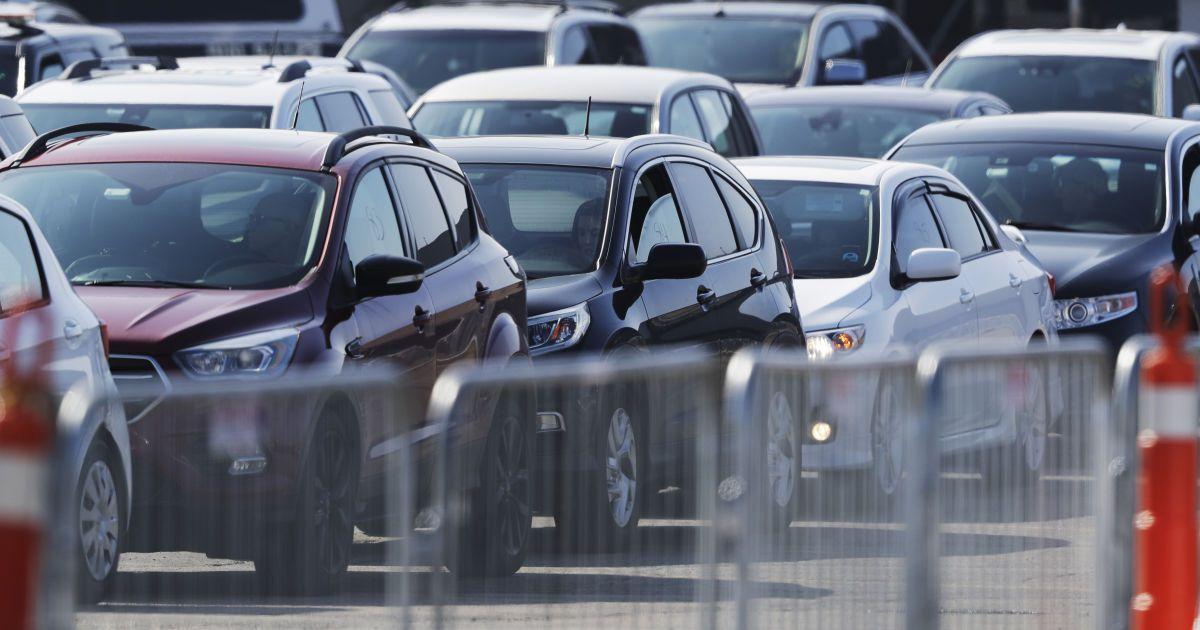 В Киеве злоумышленники похитили авто с платной стоянки на глазах охранника: можно ли получить возмещение